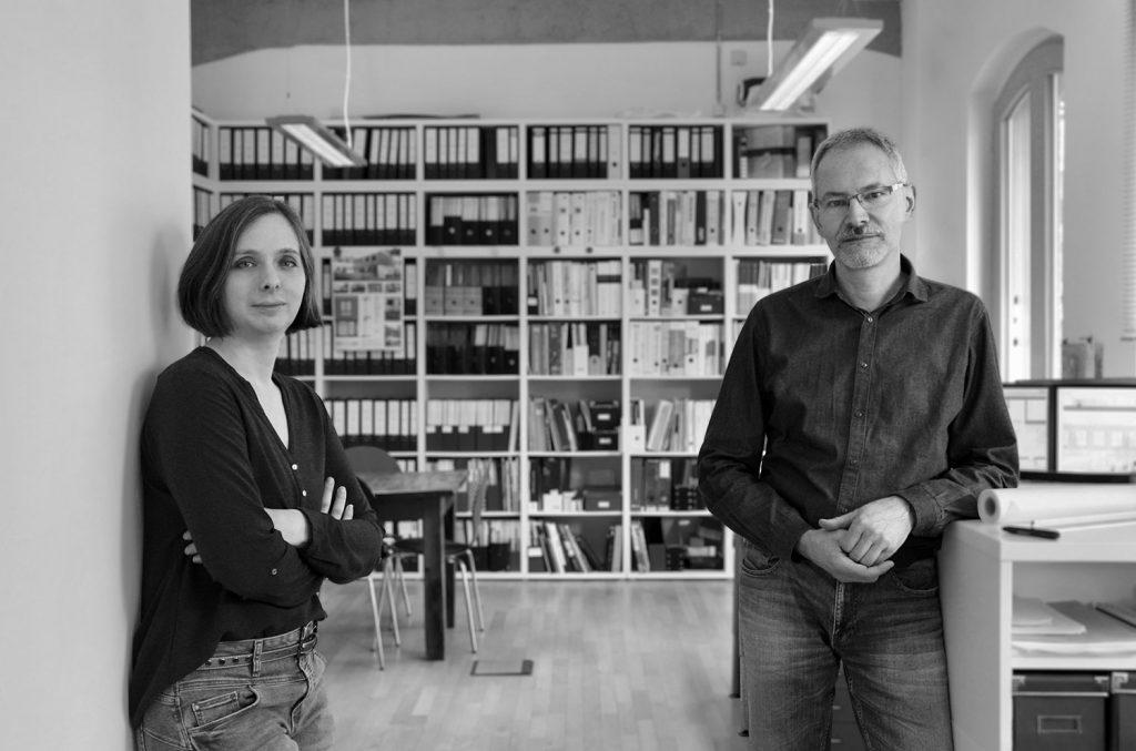 Annette Bansi und Georg Kollbach in ihren Büroräumen